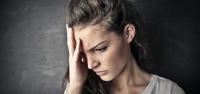 Dureri de cap: cauze posibile și tratamente naturiste care funcționează
