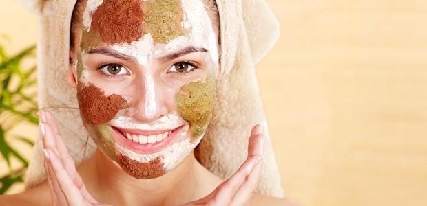 Află cum îți poți prepara loțiuni pentru curățarea tenului folosind doar ingrediente naturale!