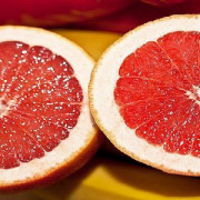 CONSUMAŢI GREPFRUT! Doctorul spune că întărește imunitatea, scade colesterolul și vă ajută să slăbiți